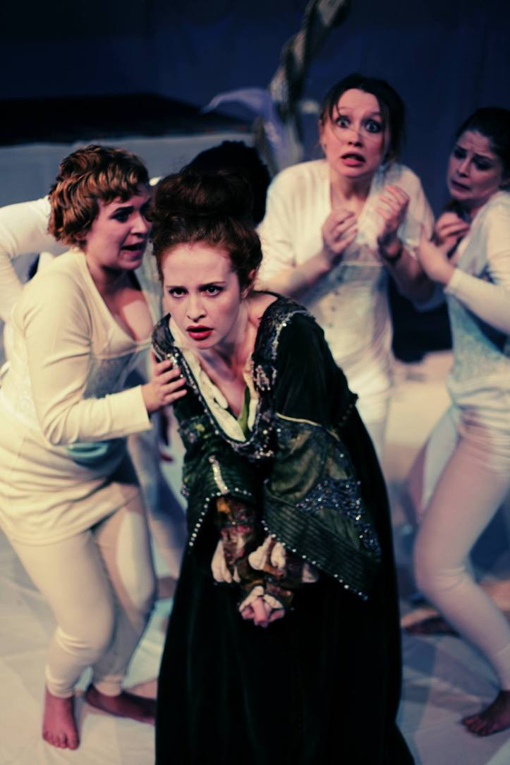 Grainne O'Mahony as Queen Elizabeth I