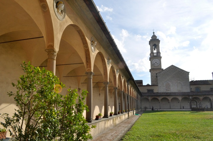 Certosa_di_Firenze,_cloister,_October_2012
